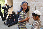 Jewish settler children at the evacuation at Hevron.<br />