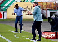 MANIZALES-COLOMBIA, 02-03-2019: Hubert Bodhert, técnico de Once Caldas, y Luis Fernando Suárez, técnico de Atlético Junior, durante partido de la fecha 8 entre Once Caldas y Atlético Junior, por la Liga de Aguila I 2019 en el estadio Palogrande en la ciudad de Manizales. / Hubert Bodhert, coach of Once Caldas, and Luis Fernando Suárez, coach of Atletico Junior, during a match of the 8th date between Once Caldas and Atletico Junior, for the Liga de Aguila I 2019 at the Palogrande stadium in Manizales city. Photo: VizzorImage  / Santiago Osorio / Cont.