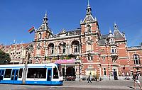 Nederland - Amsterdam - 2018.  Tram op het Leidseplein. De Stadsschouwburg.   Foto Berlinda van Dam / Hollandse Hoogte.