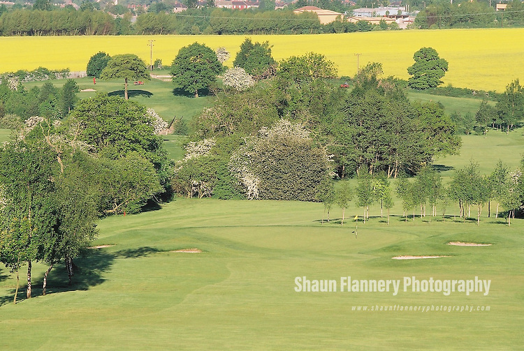 Pix: Shaun Flannery/shaunflanneryphotography.com...COPYRIGHT PICTURE>>SHAUN FLANNERY>01302-570814>>07778315553>>..18th May 2004..............Hickleton Golf Club, Lidgett Lane, Hickleton, Doncaster, DN5 7BE..Golf Course