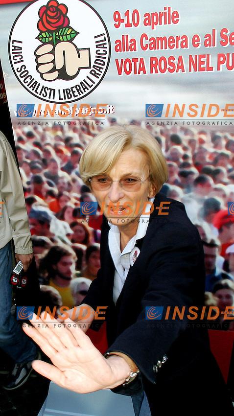 Roma 6/4/2006 Chisura campagna elettorale Rosa nel pugno a Piazza Navona. Emma Bonino<br /> Photo Andrea Staccioli Insidefoto