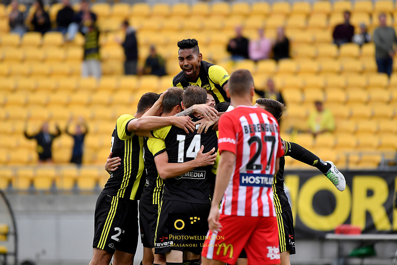 Wellington Phoenix Team Celebrate goal A League - Wellington Phoenix v Melbourne City FC at Westpac Stadium, Wellington, New Zealand on Saturday 26 January 2019. <br /> Photo by Masanori Udagawa. <br /> www.photowellington.photoshelter.com