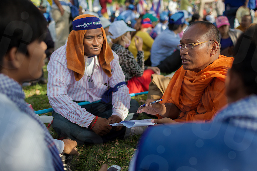 December 10, 2013 - Phnom Penh, Cambodia. Venerable But Bunthen talks to community members during the Human Rights Day celebration in front of the National Assembly. © Thomas Cristofoletti / Ruom