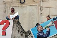 Roma, 14 Giugno 2013<br /> Piazza del Campidoglio.<br /> Sit-in in Campidoglio per Tarzan,Andrea Alzetta, contro la decisione dell'ufficio elettorale comunale che ha decretato la sua ineleggibilita' a seguito della condanna a due anni riportata da Alzetta nel 1996.<br /> Andrea Alzetta &egrave;  eletto in consiglio comunale nelle liste di Sinistra Ecologia Libert&agrave;