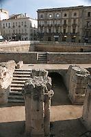 Europe/Italie/La Pouille/Lecce: Place San Oronzo amphithéatre romain