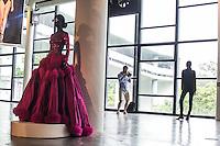SÃO PAULO,SP, 23.10.2015 - FASHION-WEEK - <br /> Movimentação no último dia da São Paulo Fashion Week Inverno 2016, no Pavilhão da Bienal do Parque do Ibirapuera na região sul de São Paulo nesta sexta-feira, 23.(Foto: Fabricio Bomjardim/Brazil Photo Press)