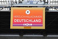 Willkommensschild auf dem Videowürfel der Arena - 12.10.2018: Abschlusstraining der Deutschen Nationalmannschaft vor dem UEFA Nations League Spiel gegen die Niederlande