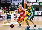 S&ouml;dert&auml;lje 2014-01-03 Basket Basketligan S&ouml;dert&auml;lje Kings - Bor&aring;s Basket :  <br /> Bor&aring;s Roope Ahonen i kamp om bollen med S&ouml;dert&auml;lje Kings Jesper Andersson <br /> (Foto: Kenta J&ouml;nsson) Nyckelord: