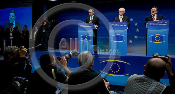 Brussels-Belgium - March 26, 2010 -- European Council, EU-summit during Spanish Presidency; here, final press conference by José Luis Rodríguez ZAPATERO (Jose, Rodriguez) (le) - Prime Minister of Spain, Herman Van ROMPUY (ce) - President of the European Council, and José (Jose) Manuel BARROSO (ri) - President of the European Commission -- Photo: Horst Wagner / eup-images