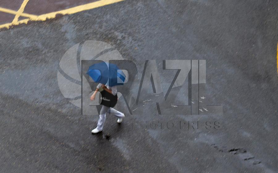 CURITIBA, PR, 20.03.2014 – CLIMA TEMPO / CURITIBA -  Na manhã dessa quinta-feira (20), Curitiba amanheceu com frio e chuva.  O Sistema Meteorológico do Paraná (Simepar), registraram temperatura de Mín. 16ºC(Foto: Paulo Lisboa / Brazil Photo Press)