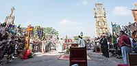 Queretaro, Qro. 15 de septiembre de 2017.- En el &uacute;ltimo d&iacute;a de la Fiesta Grande tiene lugar una misa al aire libre frente al Templo de la Cruz, seguido de danzas de los diferentes grupos de cancheros para dar las gracias por esta fecha.<br /> <br /> Foto: David Steck