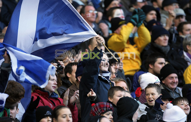 PICTURE BY Ben Duffy/SWPIX.COM - International Rugby Union RBS Six nations Championship, Scotland v England Calcutta cup, Murrayfield, Edinburgh.....08/03/08. ..Copyright - Simon Wilkinson - 07811267706 .Murrayfield extras crowd and fans