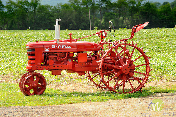 Farmall H On Steel Wheels Amish : Vintage mccormick farmall h tractor with steel wheels