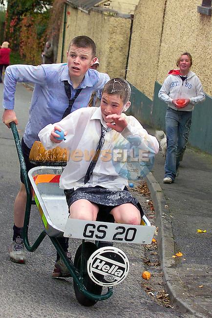 Wheel barrow race in Duleek.Picture Fran Caffrey Newsfile