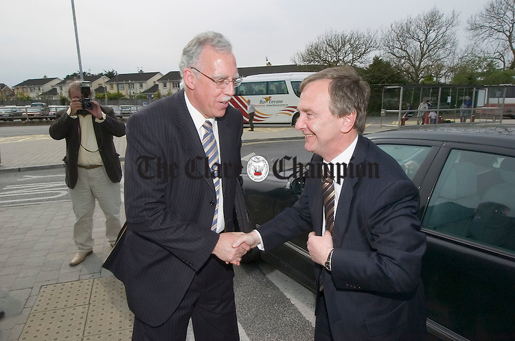 Minister Tony Killeen greets minister for transport Martin Cullen as he arrives to the official opening of the newly refurbished Bus Eireann station at Ennis. Photograph by John Kelly.