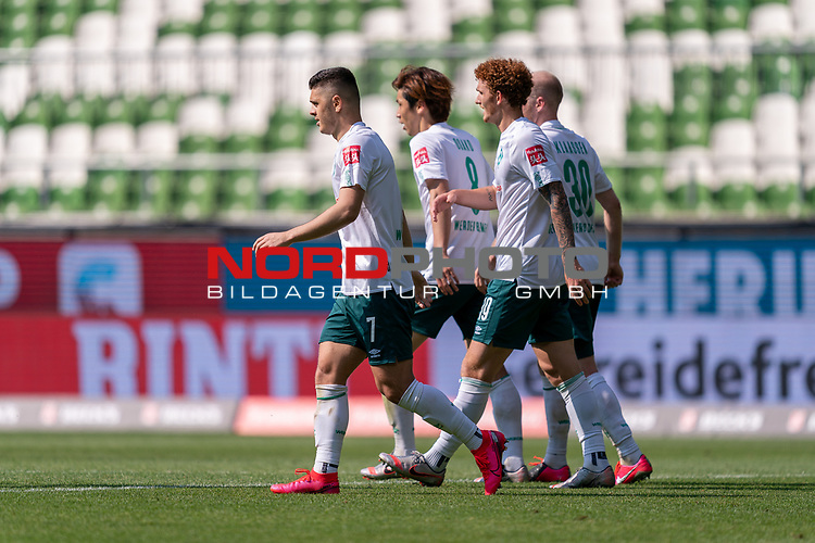 Jubel nach dem 5:0 Milot Rashica (Werder Bremen #07), Yuya Osako (Werder Bremen #08), Joshua Sargent (Werder Bremen #19), Davy Klaassen (Werder Bremen #30)<br /> <br /> <br /> Sport: nphgm001: Fussball: 1. Bundesliga: Saison 19/20: 34. Spieltag: SV Werder Bremen vs 1.FC Koeln  27.06.2020<br /> <br /> Foto: gumzmedia/nordphoto/POOL <br /> <br /> DFL regulations prohibit any use of photographs as image sequences and/or quasi-video.<br /> EDITORIAL USE ONLY<br /> National and international News-Agencies OUT.