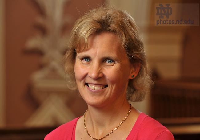 Laura Carlson.Associate Dean for Professional Development, Graduate School..Photo by Matt Cashore/University of Notre Dame