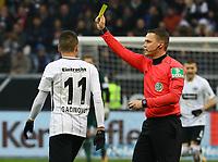 Gelb fuer Mijat Gacinovic (Eintracht Frankfurt) - 16.12.2017: Eintracht Frankfurt vs. FC Schalke 04, Commerzbank Arena, 17. Spieltag Bundesliga