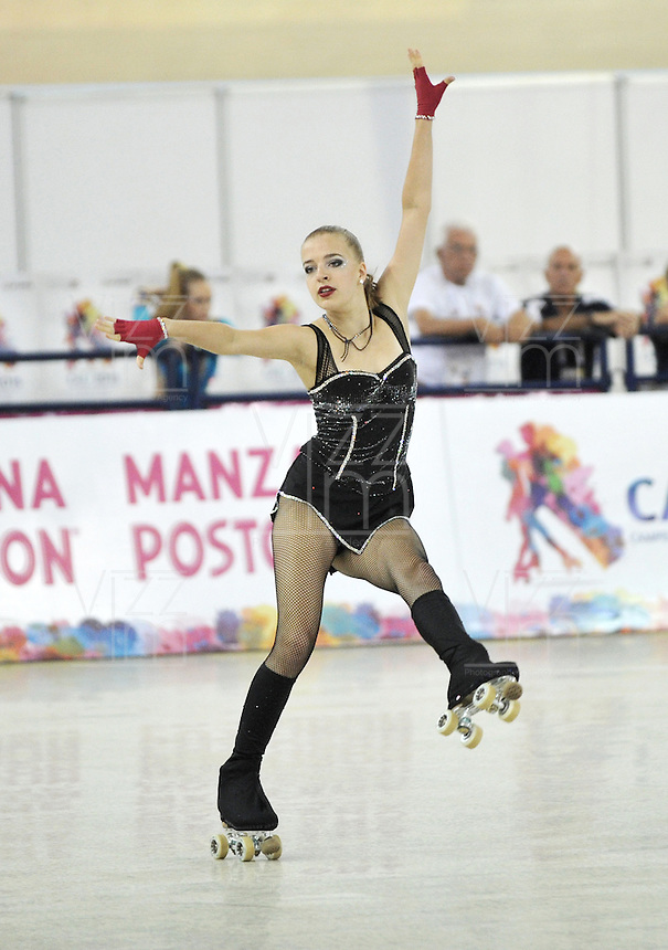 CALI – COLOMBIA – 21 – 09 – 2015: Kea Petersen, deportista de Alemania, durante la prueba de Solo Danza Juvenil Damas en el LX Campeonato Mundial de Patinaje Artistico, en el Velodromo Alcides Nieto Patiño de la ciudad de Cali. / Kea Petersen, sportwoman from Germany, during the Compulsory Solo Dance Junior Ladies test, in the LX World Championships Figure Skating, at the Alcides Nieto Patiño Velodrome in Cali City. Photo: VizzorImage / Luis Ramirez / Staff.