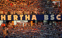 1. Oktober 2011: Berlin, Olympiastadion: Fussball 1. Bundesliga, 8. Spieltag: Hertha BSC - 1. FC Koeln: Fans von Hertha BSC halten ihre Schals in die Luft.