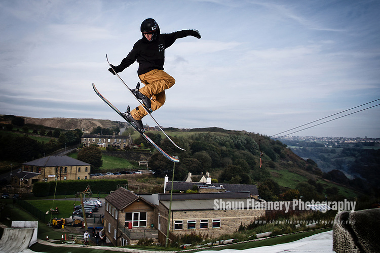 Pix: Shaun Flannery/shaunflanneryphotography.com<br /> <br /> COPYRIGHT PICTURE>>SHAUN FLANNERY>01302-570814>>07778315553>><br /> <br /> 24th September 2017<br /> Snowsports England<br /> Park & Pipe Talent ID session at Halifax Ski Slope<br /> Mason Flannery