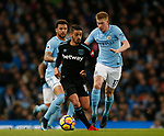 Manuel Lanzini of West Ham United gets in front of Kevin De Bruyne of Manchester City during the premier league match at the Etihad Stadium, Manchester. Picture date 3rd December 2017. Picture credit should read: Andrew Yates/Sportimage