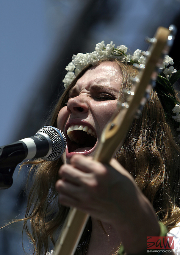 Indio, Ca- Elizabeth 'Z' Berg of 'The Like' sings at Coachella Valley Music and Arts Festival, Saturday April 29 2006.