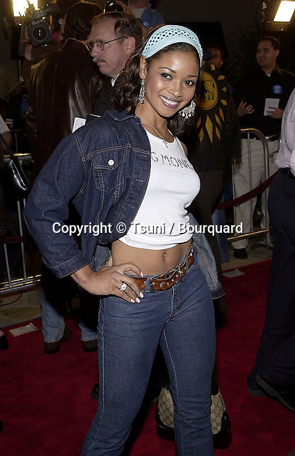 Tamala Jones arriving at the 1ere of Exit Wound at the Mann Village Theatre in Los Angeles   3/13/01  © Tsuni          -            JonesTamala04.jpg