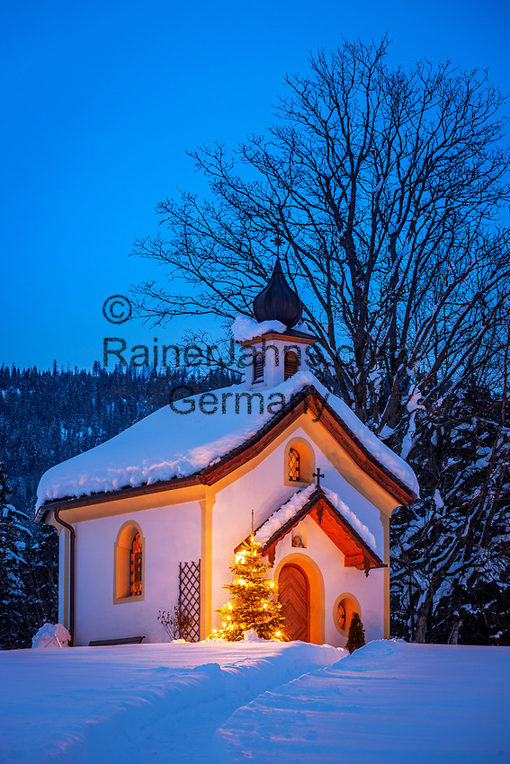 Oesterreich, Tirol, Kaiserwinkl, bei Koessen: Kapelle beim Hotel Peternhof an der deutsch-oesterreichischen Grenze | Austria, Tyrol, Kaiserwinkl, near Koessen: chapel near Hotel Peternhof at the German-Austrian border