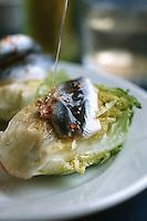 """Europe/France/Aquitaine/64/Pyrénées-Atlantiques/Ahetze: Salade de coeurs de laitue et anchois à l'huile d'olive recette de la """"La Ferme Osatlapia"""""""