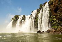 FOZ DO IGUAÇU PR, 26.02.2017 - TURISMO-PR - Vista das Cataratas do Iguaçu na manhã deste domingo (26), localizada entre o Parque Nacional do Iguaçu, Paraná, no Brasil e o Parque Nacional Iguazú em Misiones, na Argentina, na fronteira entre os dois países. (Foto: Paulo Lisboa/Brazil Photo Press)