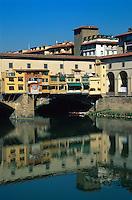 Italien, Toskana, Florenz, Ponte Vecchio über den Arno, Unesco-Weltkuturerbe