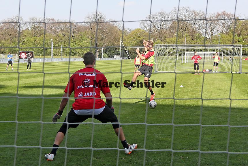 Stefan Aigner gegen Kevin Trapp - Eintracht Frankfurt Training