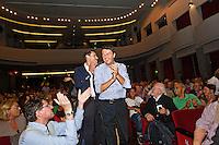 PESCARA (PE) 01/10/2012 - MATTEO RENZI CANDIDATO ALLE PRIMARIE DEL PD ARRIVA CON IL SUO CAMPER A PESCARA. NELLA FOTO L'ARRIVO DI MATTEO RENZI (PD) SALUTATO DAI SUOI SOSTENITORI. FOTO DILORETO ADAMO