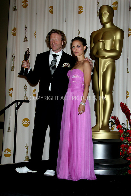 Feb 22, 2009 - Hollywood, California, USA - Actress NATALIE PORTMAN with ANTHONY DOD MANTLE, winner for 'Best Achievement in Cinematography' for 'Slumdog Millionaire' in the pressroom at the 81st Annual Academy Awards held at the Kodak Theatre in Hollywood..(Credit Image: ©  /ZUMA Press)