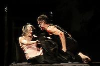 AATENCAO EDITOR: FOTO EMBARGADA PARA VEICULOS INTERNACIONAIS <br />  SAO PAULO, SP, 19 DE OUTUBRO, 2012 - HAMLET  - Cenas EXCLUSIVAS da estreia de Hamlet  na noite dessa sexta-feira no bairro de Perdizes.  A montagem tem no elenco grandes nomes como Thiago Lacerda, Selma Egrei, Antonio Petrin, Roney Facchini, Eduardo Semerjian, dentre outros, e segue com temporada no teatro Tuca,  zona oeste da capital -  FOTO LOLA OLIVEIRA - BRAZIL PHOTO PRESS