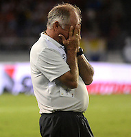 BARRANQUILLA - COLOMBIA -30 -08-2015: Fernando Castro, técnico de Deportivo Cali, durante partido entre Atletico Junior y Deportivo Cali, por la fecha 9 por la Liga Aguila II 2015, jugado en el estadio Metropolitano Roberto Melendez de la ciudad de Barranquilla. / Fernando Castro, coach of Deportivo Cali, during a match between Atletico Junior and Deportivo Cali, for the date 9 of the Liga Aguila II 2015 at the Metropolitano Roberto Melendez Stadium in Barranquilla city. Photo: VizzorImage  / Alfonso Cervantes / Cont