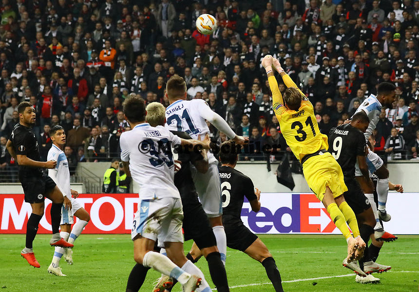 Parade Torwart Kevin Trapp (Eintracht Frankfurt) - 04.10.2018: Eintracht Frankfurt vs. Lazio Rom, UEFA Europa League 2. Spieltag, Commerzbank Arena, DISCLAIMER: DFL regulations prohibit any use of photographs as image sequences and/or quasi-video.