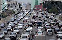 SAO PAULO, 27 DE JULHO DE 2012 - TRANSITO SP - Transito intenso na ligacao leste oeste, altura da Consolacao, regiao central da capital, no fim da tarde desta sexta feira. FOTO: ALEXANDRE MOREIRA - BRAZIL PHOTO PRESS