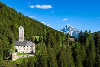 Italy, South Tyrol (Trentino - Alto Adige), Welsberg-Taisten (Monguelfo-Tesido) at Val Pusteria: castle Welsperg (Castello di Monguelfo) and Dolomites mountains | Italien, Suedtirol, Welsberg-Taisten (Monguelfo-Tesido) im Pustertal: Schloss Welsperg (auch Welsberg) und Dolomiten