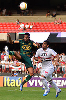 SÃO PAULO, SP, 10 DE MARÇO DE 2013 - CAMPEONATO PAULISTA - SÃO PAULO x PALMEIRAS: Vilson (e) e Maicon (d)durante partida São Paulo x Palmeiras, válida pela 11ª rodada do Campeonato Paulista de 2013, disputada no estádio do Morumbi em São Paulo. FOTO: LEVI BIANCO - BRAZIL PHOTO PRESS