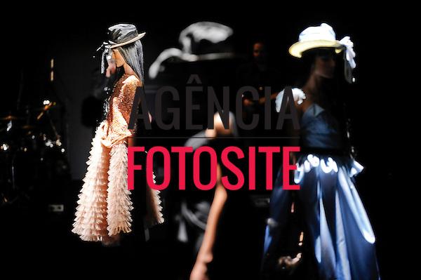 São Paulo, Brasil – 11/06/2010 - Desfile da grife FH por Fause Haten  durante o São Paulo Fashion Week  -  Verao 2011. Foto: Marcelo Soubhia / Ag. Fotosite