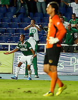CALI -COLOMBIA-20-11-2014. Juan David Cabezas (Izq) jugador del Deportivo Cali celbra un gola anotado a Aguilas Pereira durante partido por la fecha 2 de los cuadrangulares finales de la Liga Postobón II 2014 jugado en el estadio Pascual Guerrero de la ciudad de Cali./ Deportivo Cali player Juan David Cabezas (L) celebrates a goal scored to Aguilas Pereira during match for the second date of the final quadrangular of the Postobon League II 2014 played at Pascual Guerrero stadium in  Cali city.Photo: VizzorImage/ Juan C. Quintero /STR