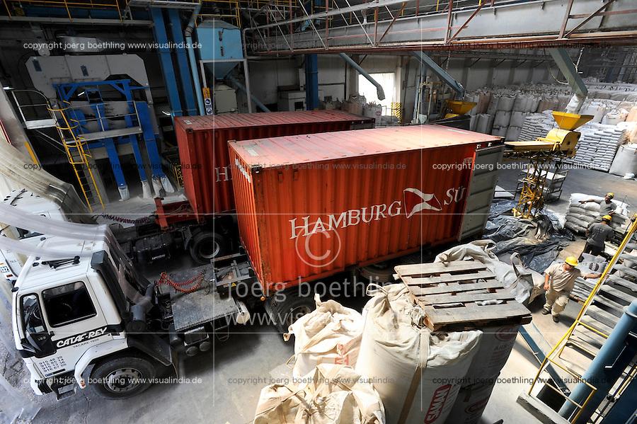 URUGUAY Montevideo, rice mill Saman, processing of GMO free rice for export / Reismuehle Saman, Verarbeitung von GVO freiem Reis fuer den Export, verladung in Container der Reederei Hamburg Süd
