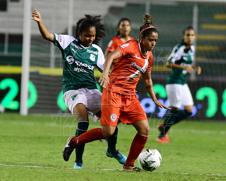 PALMIRA - COLOMBIA, 03-08-2019: Melanie Gutierrez del Cali disputa el balón con Jessica Peña de Cortulua durante partido entre Deportivo Cali y Cortuluá por la fecha 4 de la Liga Femenina Águila 2019 jugado en el estadio Deportivo Cali de la ciudad de Palmira. / Melanie Gutierrez of Cali vies for the ball with Jessica Peña of Cortulua during match between Deportivo Cali and Cortulua for the date 4 as part Aguila Women League 2019 played at Deportivo Cali stadium in Palmira city. Photo: VizzorImage / Nelson Rios / Cont