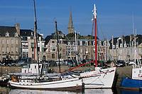 Europe/France/Bretagne/22/Côtes d'Armor/Paimpol: Vieux gréments et bateaux de pêche sur le port