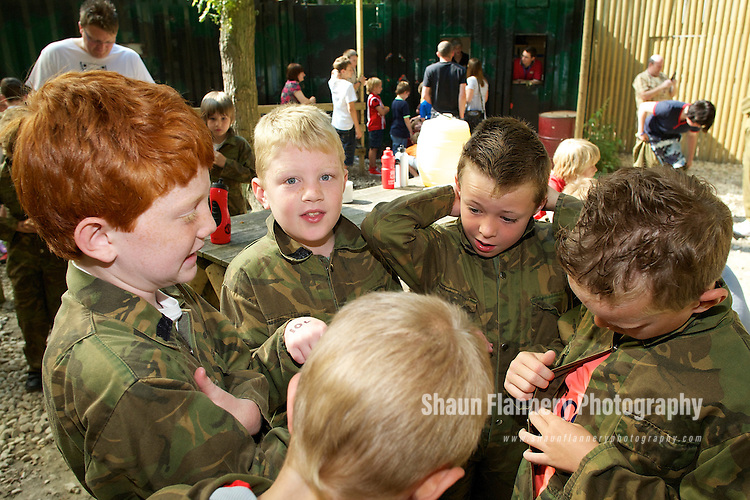 Pix: Shaun Flannery/shaunflanneryphotography.com...COPYRIGHT PICTURE>>SHAUN FLANNERY>01302-570814>>07778315553>>..27th June 2010...........Sprotbrough Crusaders end of season party at Laser Quest, Bawtry.