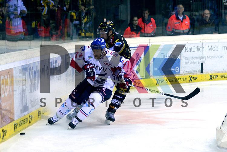1. Spieltag der DEL Saison 2016/17 &ndash; Krefeld Pinguine vs. Adler Mannheim (16.09.2016) /#77 Nikolai Goc (Mannheim) im Spiel in der DEL, Krefeld Pinguine (schwarz) &ndash; Adler Mannheim (weiss).<br /> <br /> Foto &copy; PIX-Sportfotos.de *** Foto ist honorarpflichtig! *** Auf Anfrage in hoeherer Qualitaet/Aufloesung. Belegexemplar erbeten. Veroeffentlichung ausschliesslich fuer journalistisch-publizistische Zwecke. For editorial use only.