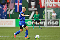 Portland, Oregon - Sunday May 29, 2016: Seattle Reign FC midfielder Jessica Fishlock (10). The Portland Thorns play the Seattle Reign during a regular season NWSL match at Providence Park.