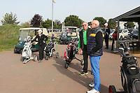 B&uuml;ttelborn 30.04.2016: 7. Charity Golf Turnier f&uuml;r die Dt. Krebshilfe, Golfpark Bachgrund<br /> Mirka Rucerova und Klaus Denk warten mit Werner Kroh (M.) auf die n&auml;chste freie Bahn<br /> Foto: Vollformat/Marc Sch&uuml;ler, Sch&auml;fergasse 5, 65428 R'eim, Fon 0151/11654988, Bankverbindung KSKGG BLZ. 50852553 , KTO. 16003352. Alle Honorare zzgl. 7% MwSt.